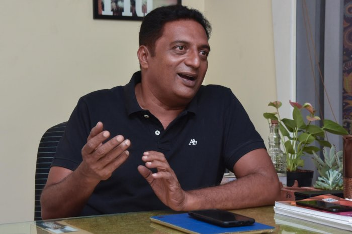 New Year resolution: Prakash Raj announced his decision to contest in LS polls. (DH File Photo)
