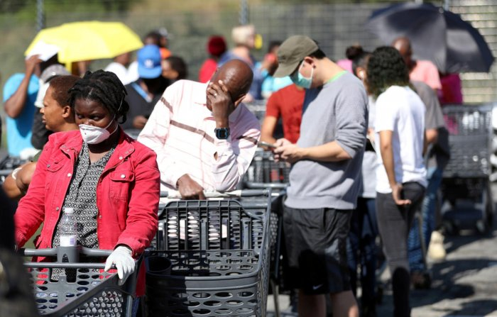 Shoppers queue to stock up on groceries at a Pick n Pay store during a nationwide lockdown of 21 days to try to contain the coronavirus disease (COVID-19) outbreak, in Johannesburg, South Africa, March 24, 2020. REUTERS/Siphiwe Sibeko