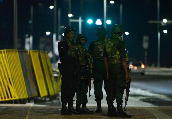Sri Lankan soldiers patrol outside the Presidential Secretariat after former president Mahinda Rajapakse was sworn in as prime minister in Colombo on October 27, 2018. - Sri Lankan President Sirisena on October 26 sacked his Prime Minister Ranil Wickremesinghe and appointed former president Mahinda Rajapakse as the new premier, the president's office said. (Photo by LAKRUWAN WANNIARACHCHI / AFP)
