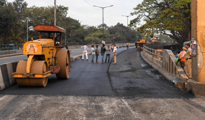 Non-payment of dues to the contractor has delayed works on the Sirsi Circle flyover, resulting in traffic woes.