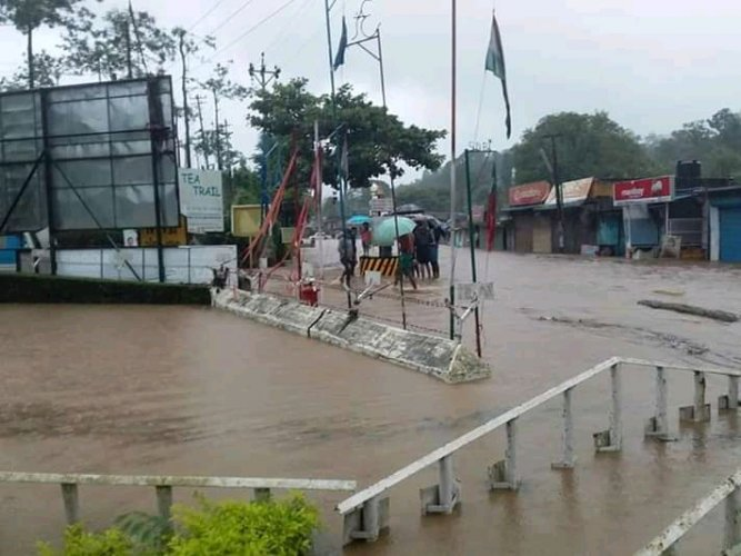 Many parts of Kerala, especially northern districts and hilly districts of central Kerala, were flooded on Thursday following heavy rains. (DH Photo)