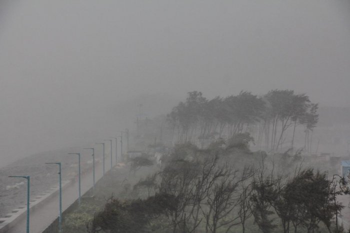 A view of the storm induced due to the landfall of Cyclone Fani in Odisha, along the coastal area of Digha, in West Midnapore district of West Bengal on Friday. PTI photo