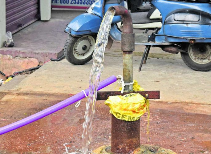 According to a BWSSB official, it was decided not to grant permission for new borewells in the core areas where Cauvery water is supplied and that no applications would be processed till the monsoon. (DH File Photo)