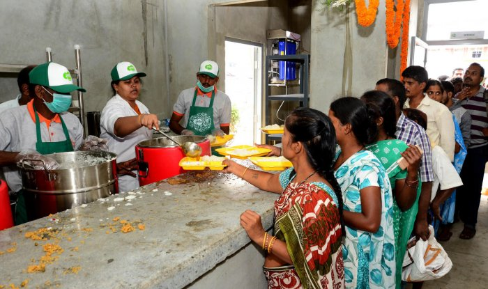 The BBMP has arranged for handwashing withsoap and sanitizers. (Credit: DH Photo)