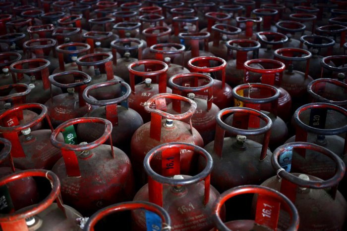 About 2.61 lakh BPL consumers bought two subsidised LPG refills each in a single day in about three lakh instances from two state-owned oil companies. Reuters File Photo
