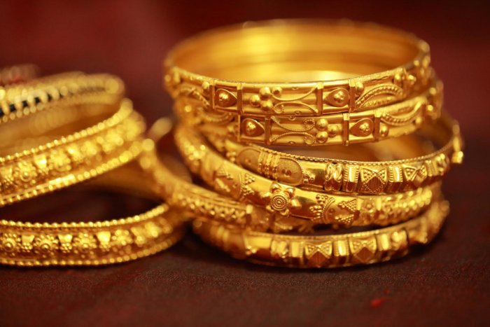 Beautifully crafted traditional Indian gold jewellery for women made up of 22 carat gold.
