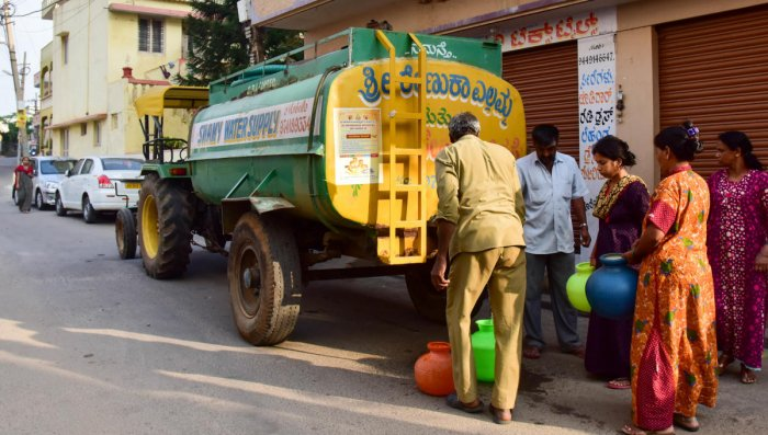 The Tanker Management App developed by the Revenue department aims to address the fleecing of consumers by the water tanker owners and contractors. DH Photo for representation only