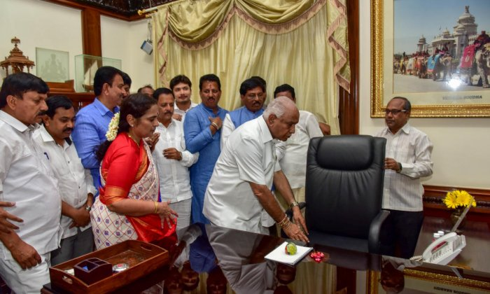 Chief Minister B S Yeddyurappa offers puja to the chair before assuming office at the Vidhana Soudha on Thursday. DH Photo/ B H Shivakumar
