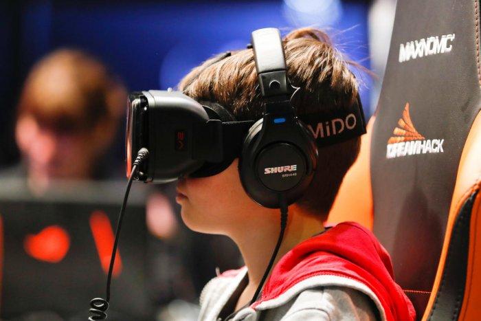 Virtual reality headset, Reuters file photo