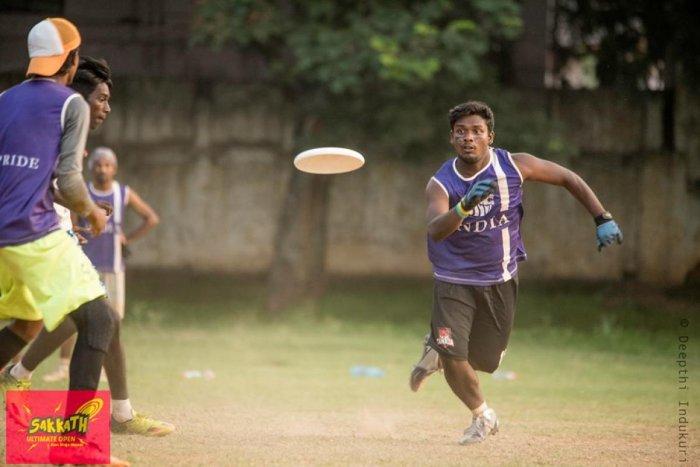 People at an Ultimate game. Photo credit: Deepthi Indukuri