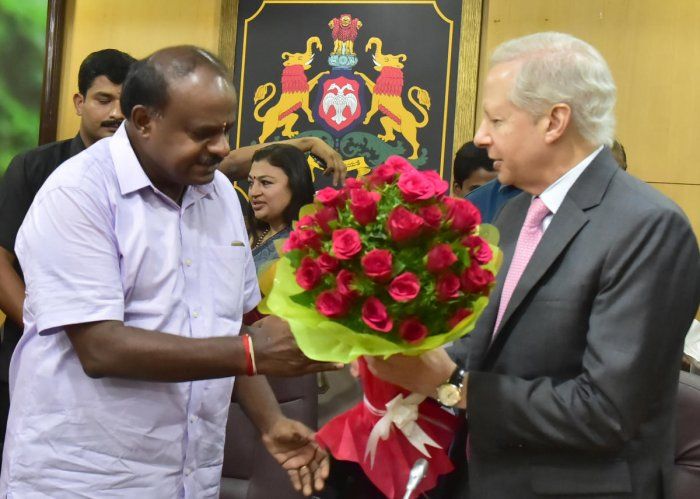 Chief Minister H D Kumaraswamy greets US Ambassador to India Kenneth Juster at the Vidhana Soudha on Thursday.