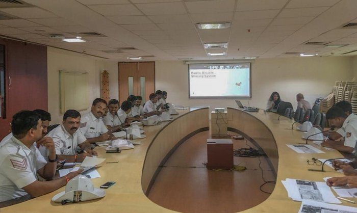 Traffic police officials take part in a workshop on the public bicycle-sharing project on Thursday.