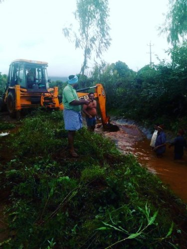 The work on cleaning the canal in progress at Chikka Pattanagere in Kadur taluk. DH PHOTO