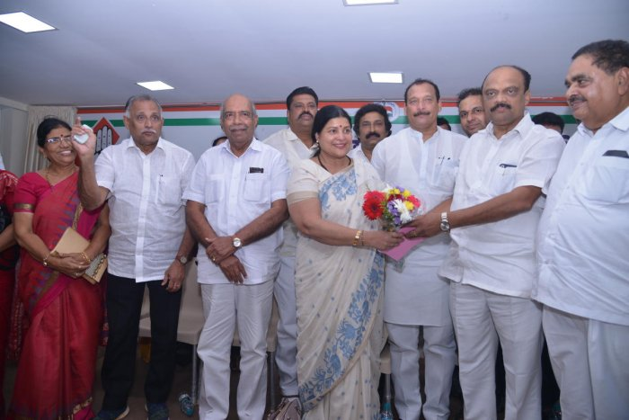 District Congress Committee (DCC) President and MLC Harish Kumar welcomes Minister for Women, Child Development, Kannada and Culture Jayamala during her visit to the DCC office in Mangaluru on Monday.