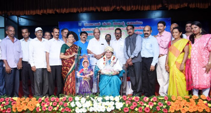 Minister for Women and Child Development, Kannada and Culture Jayamala being felicitated during a programme organised by Tulu, Konkani, Beary and Arebhashe academies at Tulu Bhavan in Mangaluru on Wednesday. DH Photo