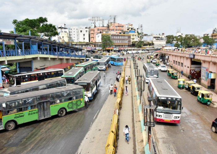 Rules ignored: It is illegal to operate private buses within 500 metres of the Kempegowda Bus Station. DH file photo