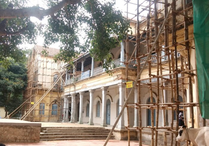 The Indian National Trust for Art and Cultural Heritage (Intach) is working to restore the heritage structure of Fort High School in Bengaluru. DH PHOTO