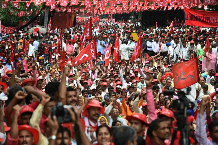 New Delhi: Workers and farmers of various unions raise slogans during 'Mazdoor Kisan Sangharsh Rally' at Parliament Street, in New Delhi on Wednesday, Sept 5, 2018. (PTI Photo/Arun Sharma) (PTI9_5_2018_000034B)