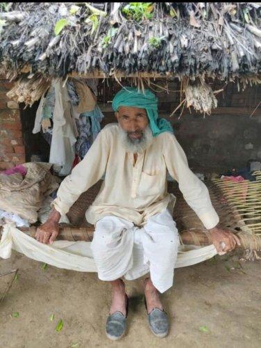 Rakbar Khan's father Suleman at his home in Kolgaon. DH photo