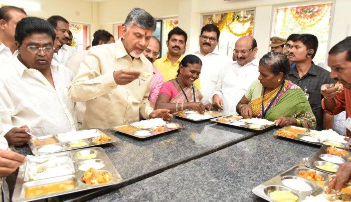 Andhra Pradesh Chief Minister N Chandrababu Naidu tastes food at an Anna Canteen in Vijayawada. (File Pic)