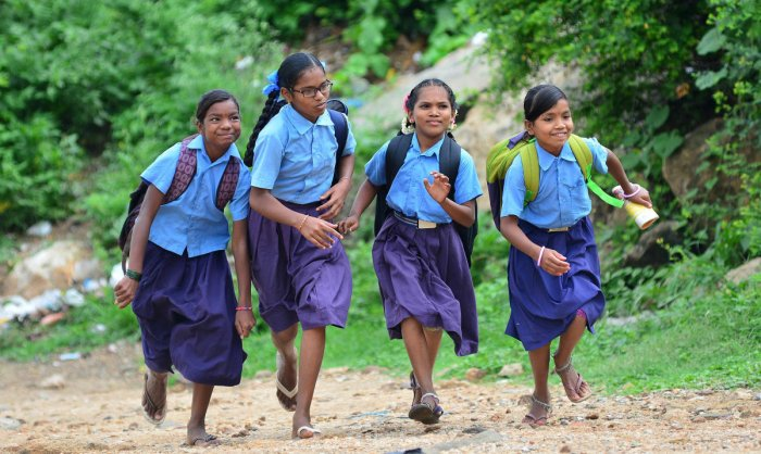 Sarva Shiksha Abhiyan spends Rs 200 per student toprovide uniforms and the total budget needed to supply them is Rs 80 crore. DH FILE PHOTO
