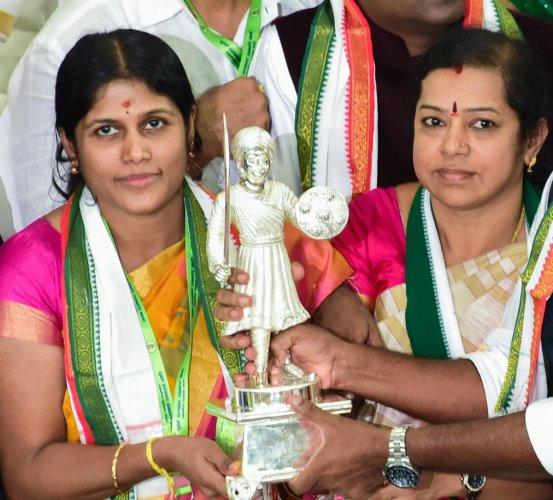 Gangambike Mallikarjun and Ramila Umashankar. DH Photo/Chandrahas Kotekar