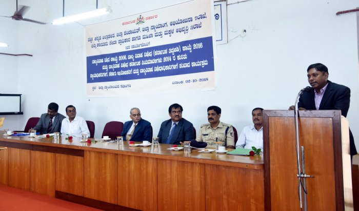 Deputy Commissioner Sasikanth Senthil speaks on various laws related to child marriage at an interactive session for judges, public prosecutors and child marriage prevention officers in Mangaluru on Tuesday.