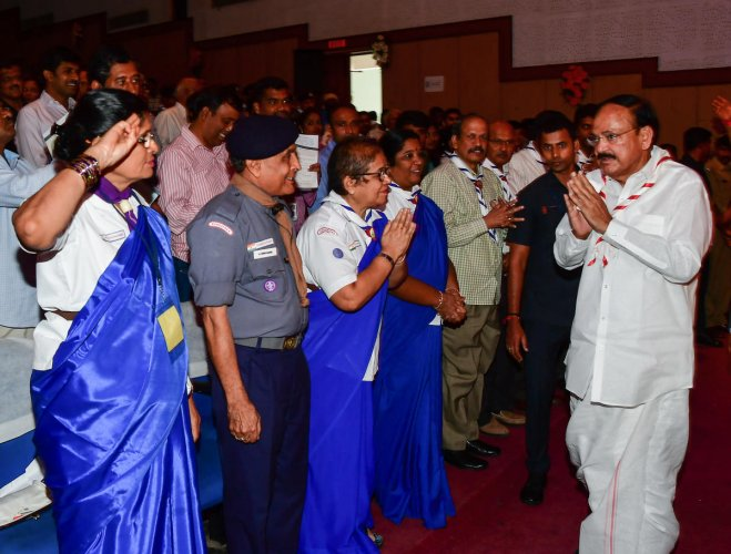 Vice President M Venkaiah Naidu greets volunteers of Bharat Scouts and Guides on Tuesday. DH PHOTO/ANAND BAKSHI