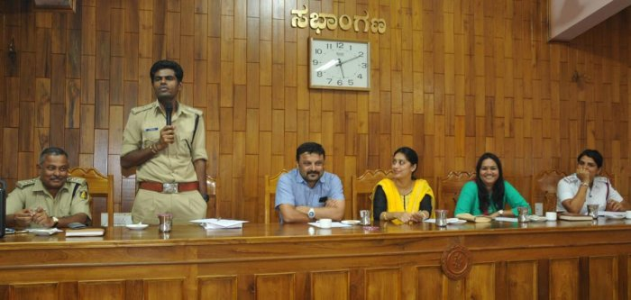 SP K Annamalai speaks during a meeting with lodge and hotel owners in Chikkamagaluru on Tuesday. CMC President Shilpa Rajashekhar, Vice President Sudhir and Commissioner M V Tusharamani look on.