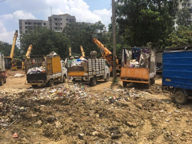 The irregular pick up of garbage has lead to several black points in the Bellandur ward.