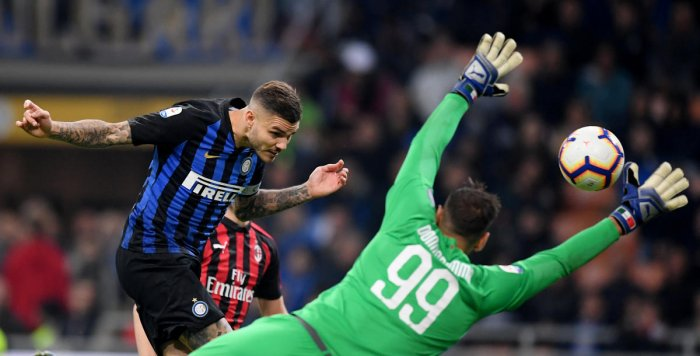 Inter Milan's Mauro Icardi scores a last-minute header against Milan in their Serie A fixture on Sunday. (Reuters)