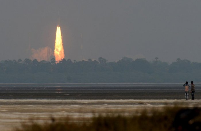 Indian Space Research Organisation's (ISRO) communication satellite GSAT-29, on board the Geosynchronous Satellite Launch Vehicle (GSLV-mark III-D2), launches in Sriharikota in the Indian state of Andhra Pradesh on November 14, 2018. (AFP Photo)