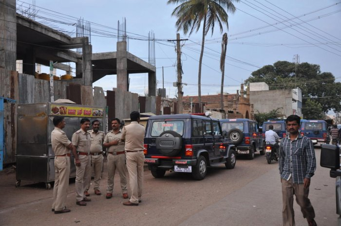 Security has been heightened in front of Jumma Masjid in Gadag on Friday, following a group clash on Thursday night. DH PHOTO