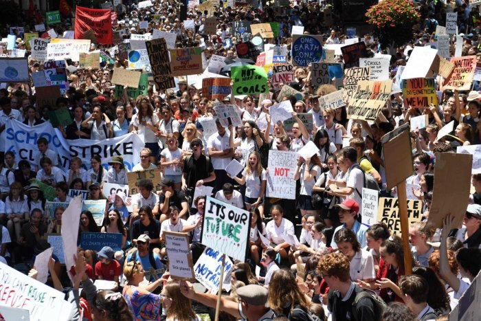 Students from different schools raise placards during a protest rally for climate change awareness at Martin Place in Sydney on November 30, 2018. - Thousands of students around the country skipped school today to protest and demand their politicians act. (AFP Photo)