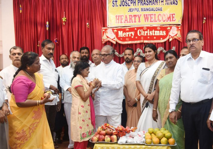 Former Union minister Janardhana Poojary distributes fruits to the residents of St Joseph Prashanth Nivas as a part of Sonia Gandhi's birthday celebrations at Jeppu on Sunday.