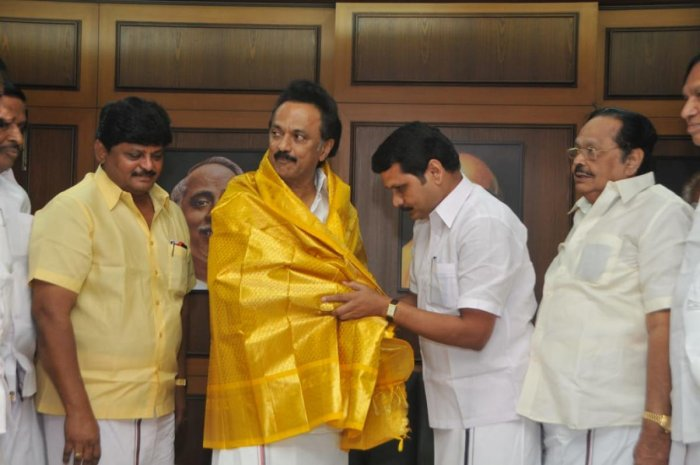 Former AIADMK Minister V Senthil Balaji with DMK President M K Stalin after joining the party. DH Photo