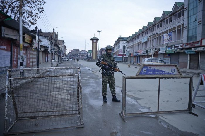 The services continued to remain snapped in the commercial hub of Lal Chowk and Press Enclave at Srinagar (AFP File Photo)