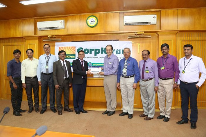 Jai Kumar Garg, Managing Director and CEO, Corporation Bank handing over the ECG machines to Dr Padmanabh Kamath, Interventional Cardiologist, KMC, Hospital, Mangaluru.