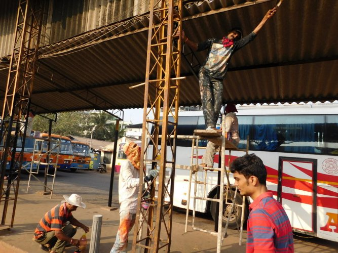 Volunteers paint the Service Bus Stand in Mangaluru.