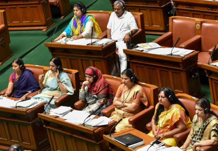 Speaker Ramesh Kumar apologises to women legislators during the Budget Session of the Assembly, at Vidhana Soudha in Bengaluru. DH Photo/ B H Shivakumar