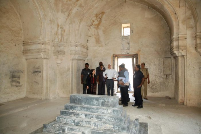 US Ambassador to India Kenneth I Juster at the Qutb Shahi tombs. DH PHOTO