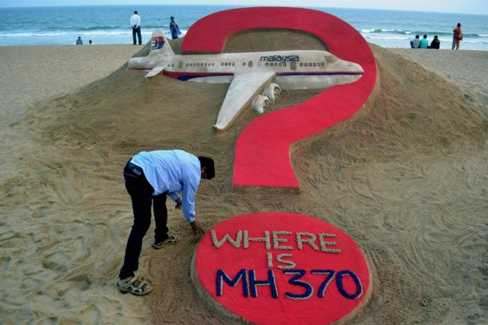 This file photo taken on March 7, 2015, shows Indian sand artist Sudarsan Pattnaik creating a sculpture of missing Malaysia Airlines flight MH370 on Puri beach in eastern Odisha state (AFP)