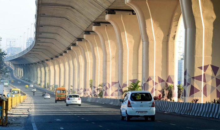 The metro line will run from KR Puram and reach the airport via Hebbal and Kodigehalli where it will ply on the right side of the elevated road (in the picture). (DH Photo/Krishnakumar P S)