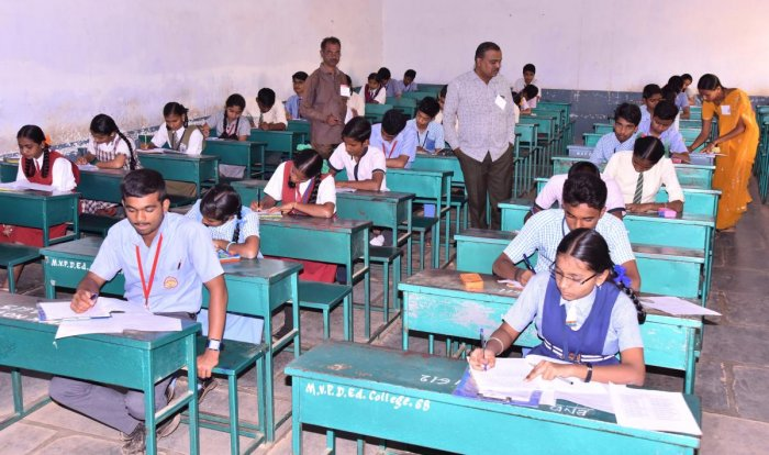 The board exams were held from March 13 to 28 in which over 4.35 lakh students appeared across 2,923 centres in the state and nine centres each in Lakshadweep and Gulf countries. (DH File Photo. For representation purpose)