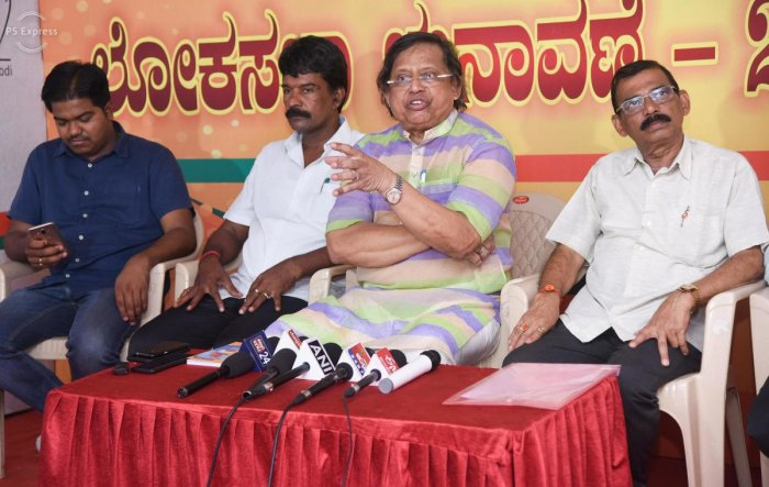 Anwar Manippadi, former chairperson of State Minorities Commission and BJP spokesperson, speaks to reporters in Mangaluru on Tuesday.