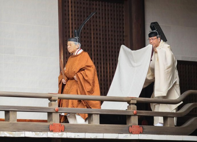 Japan's Emperor Akihito (L) walks to the Kashikodokoro imperial sanctuary inside the Imperial Palace to attend a ritual to report the conduct of his abdication ceremony in Tokyo. AFP/Japan Pool