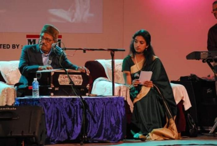 Manna Dey and Divya at a Chowdaiah Hall show.
