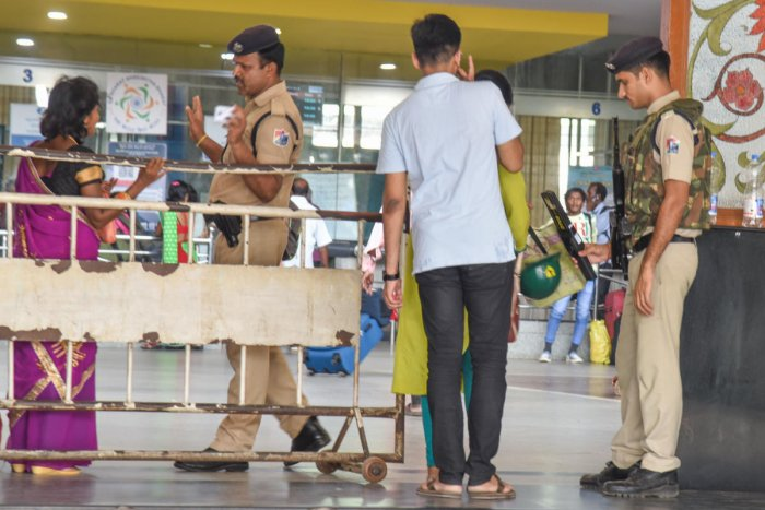 Railway Protection Force person guarding Krantivira Sangolli Rayanna City Railway station, during high alert for terror attack treat in Bengaluru on Monday. Photo by S K Dinesh