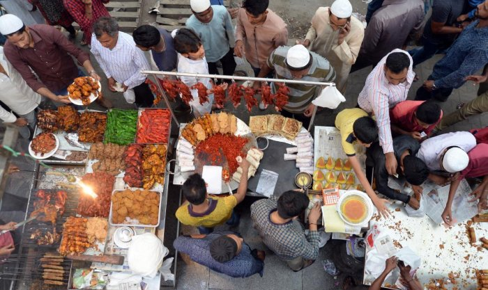 The Ramzan food draws one and all. DH FILE PHOTO