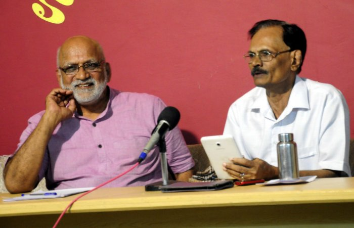 Human rights activist Ravindranath Shanbhag speaks to mediapersons in Udupi on Wednesday.